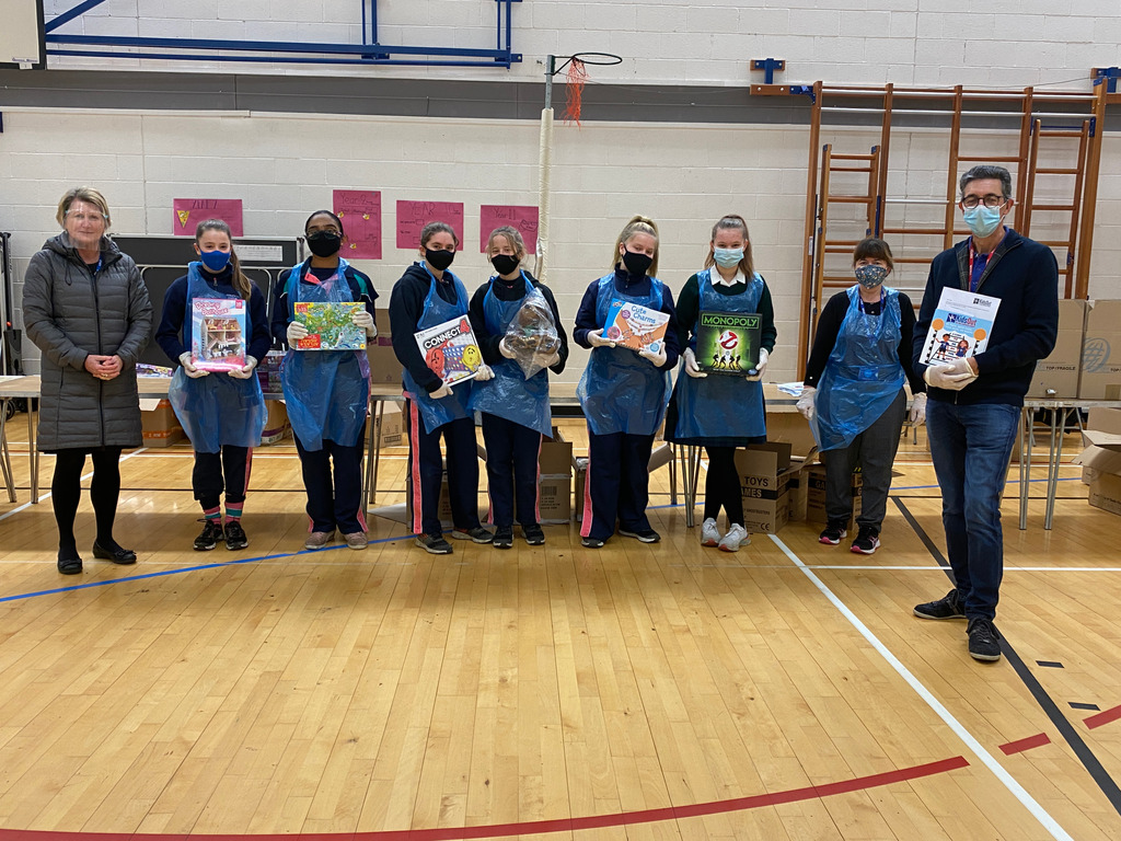 Abbot's Hill pupils pack boxes for KidsOut