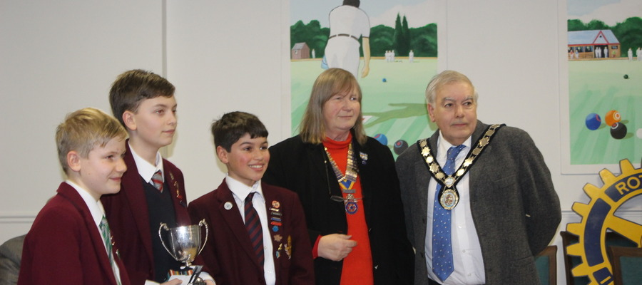 Harpenden Mayor, Councillor David Heritage and Harpenden Rotary Club President, Liz Jack present 1st prize to Beechwood Park pupils in the initial rou