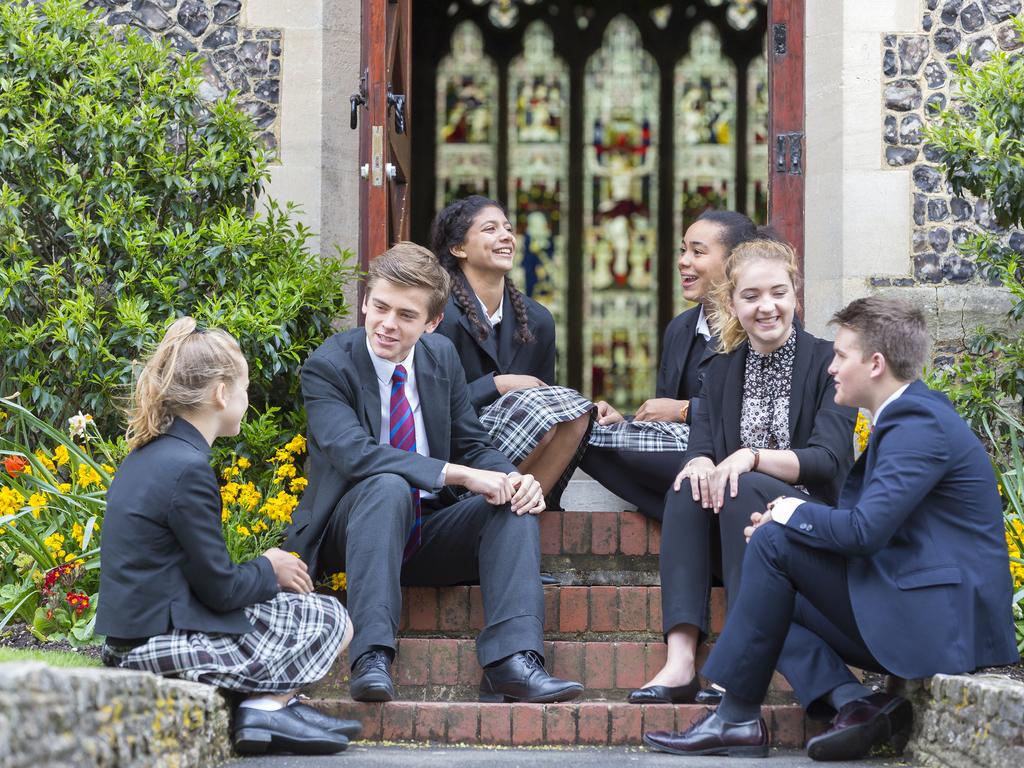 Brighton_College_co_ed_pupils_quad_various_pupils_46