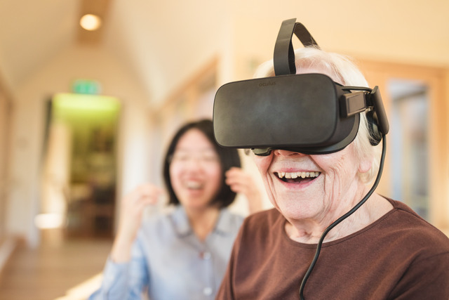 Cheltenham Ladies' College share virtual reality technology with local care home