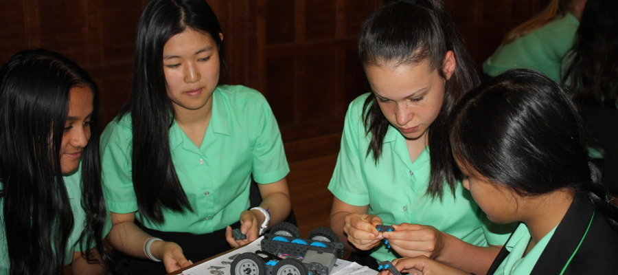 KEHS Year 9 girls building their first robotic vehicles