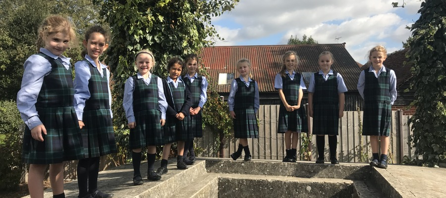 Year 3 girls at Fishbourne Roman Palace