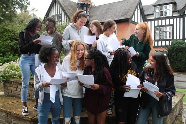 Queenswood GCSE Results 2018 group smiling