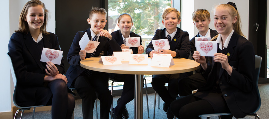 2nd Year students receive kindness cards