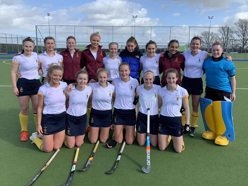 U18 girls hockey team