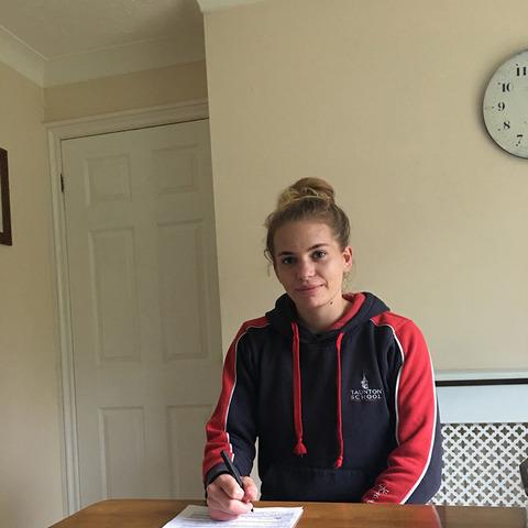 Cerys Lee signing