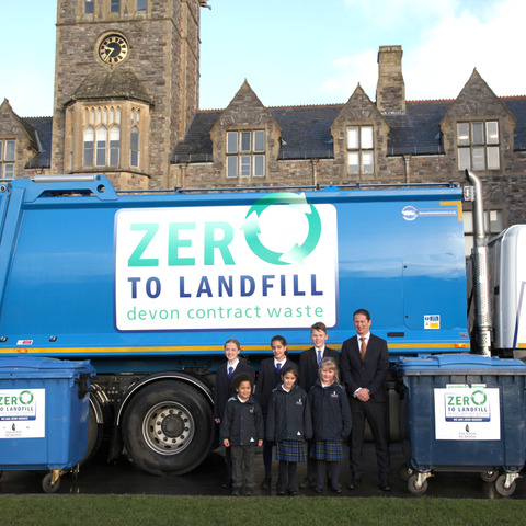 Image 1 Lee Glaser with pupils and recycling lorry
