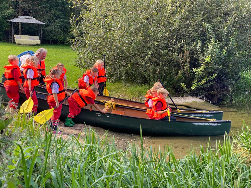Year 2 set off in their kayaks at Westbourne House School